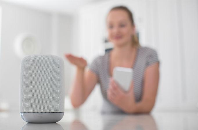 Asistente virtual alexa google home casa domotica hogar moderno